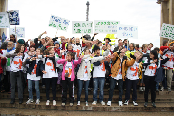 Arrivée à Paris, Journée Mondiale du refus de la misère